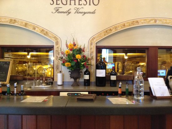 Seghesio Family Vineyards: Tasting bar