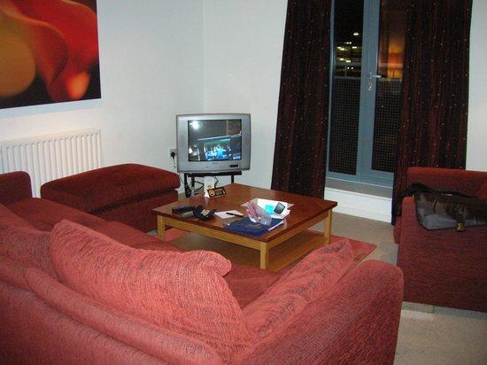 Premier Apartments Newcastle: Living area