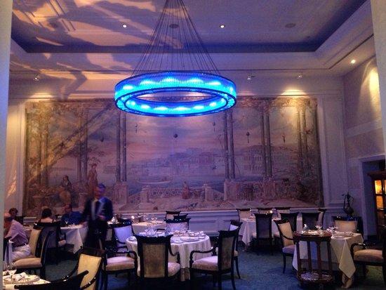 Ciragan Palace Kempinski Istanbul: Dining room