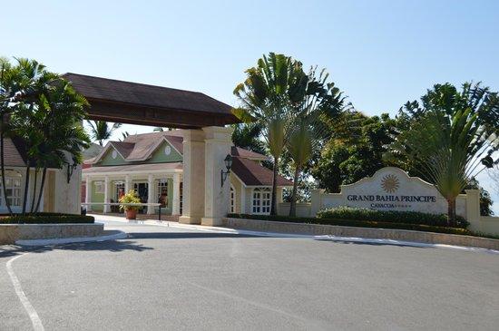 Grand Bahia Principe Cayacoa : Indgang til hotellet