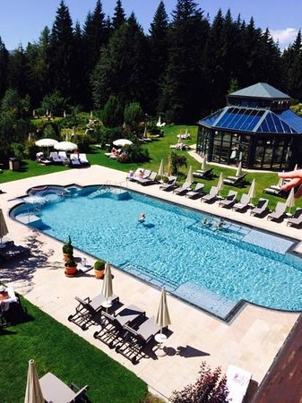Interalpen-Hotel Tyrol: view of the pool