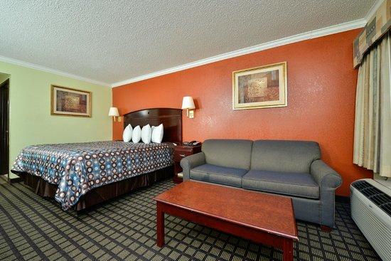 Americas Best Value Inn Forth Worth: King Bedroom