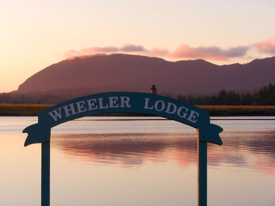 Wheeler on the Bay Lodge: The dock