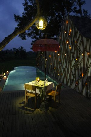 Ubud Padi Villas: Pool & Table for dinner