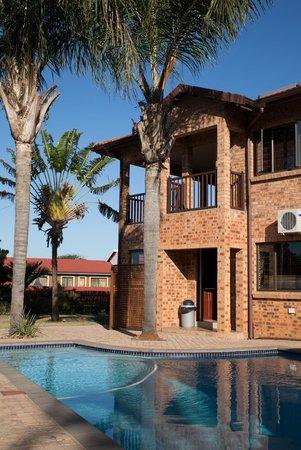Milkwood Mansion: Swimming Pool Area