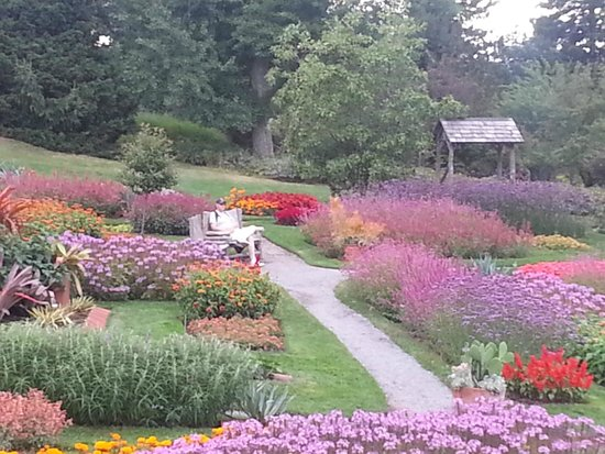 Mohonk Mountain House: Beautiful Gardens to relax in before heading back to the car