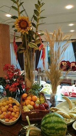 Hotel THB Gran Playa: Decoração da área central do refeitório destinada às sobremesas