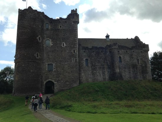 The Hairy Coo - Free Scottish Highlands Tour : Castle