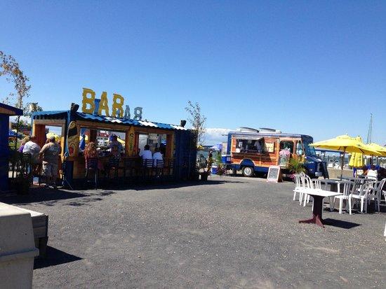 Scales Grill & Deck Bar: Food Truck & Bar area