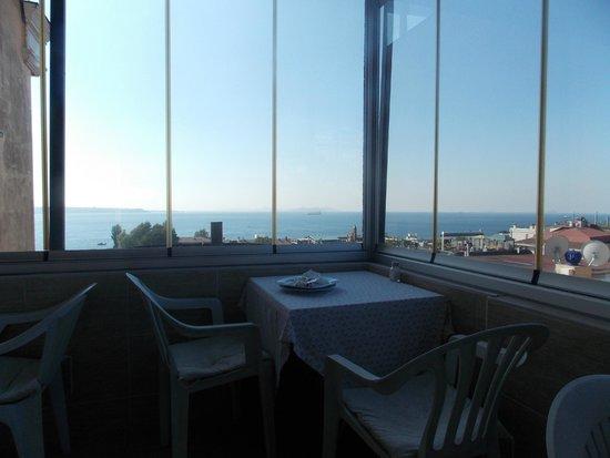 Hotel Ida: Vue sur la mer de Marmara depuis la salle du petit dejeuner