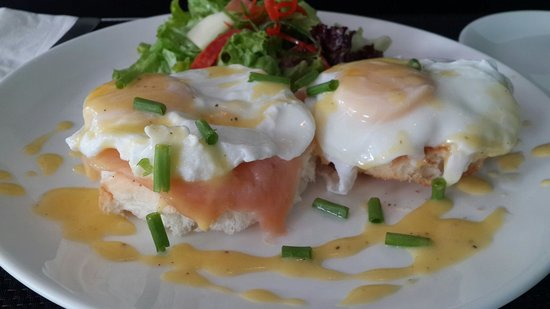 The Blue Door Café: Eggs Benedict with Smoked Salmon