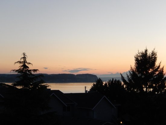 The Coupeville Inn: Sunrise from our room