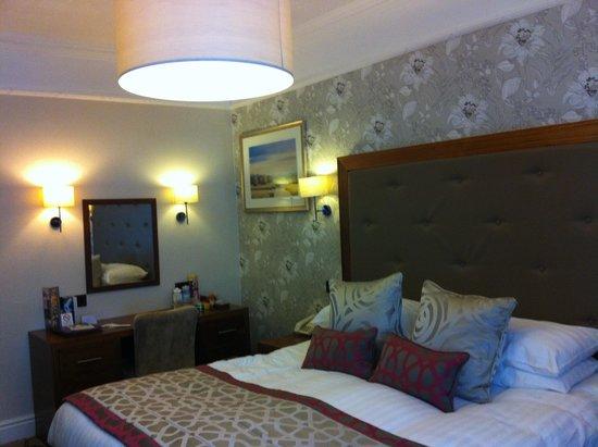 Lodore Falls Hotel: Room
