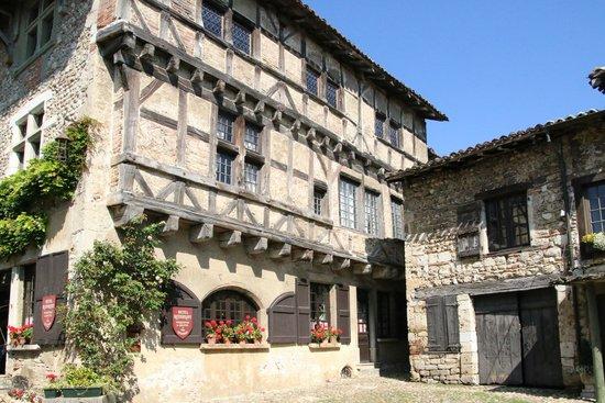 Hostellerie de Pérouges : Perouge - Exterior of Building