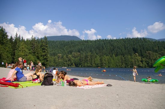 Alice Lake Provincial Park: The lake and beach