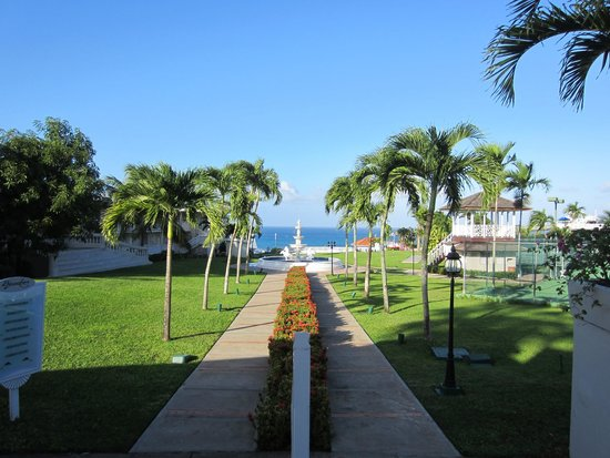 Beaches Ocho Rios Resort & Golf Club : Grounds are well maintained