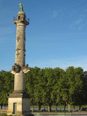 Esplanade des Quinconces : Column with nautical theme