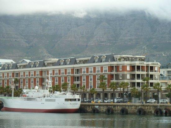 Cape Grace : Table Mountain backdrop