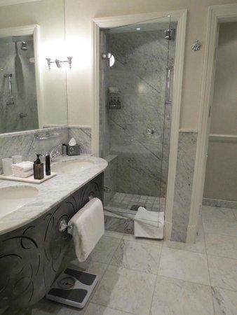Cape Grace: Bathroom