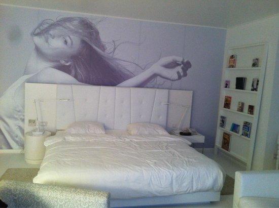 B-aparthotels Regent: Le lit