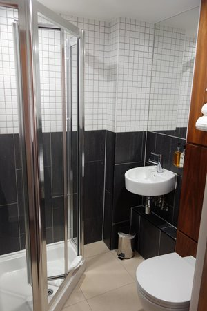 Euston Square Hotel: Bathroom