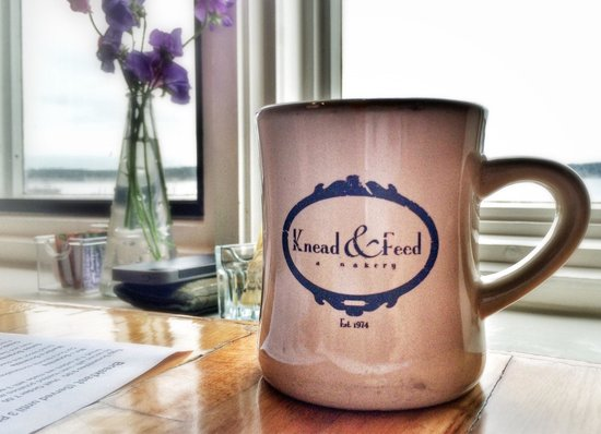 Knead & Feed Restaurant: Great spot for breakfast with a view!