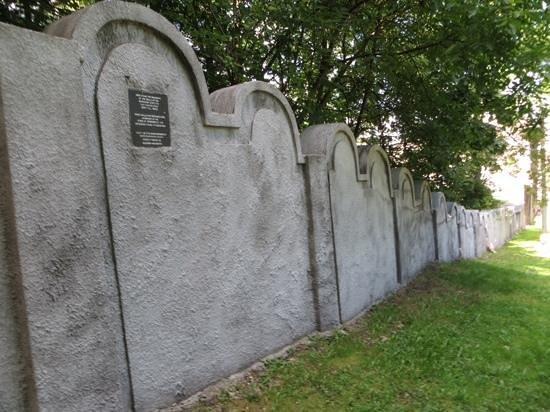 Podgorze: Restored ghetto wall