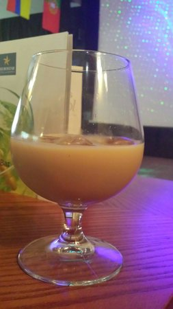 Iberostar Bouganville Playa: Standard measure (this is a Baileys)