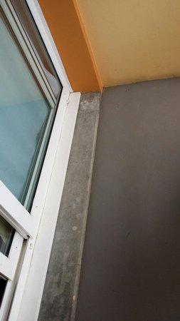 Anglet Biarritz Parme : Balcon taché, pas top pour un 3etoiles