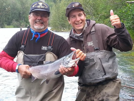 Kenai River Drifter's Lodge: My husband with Drifters guide Alex - awesome guide!