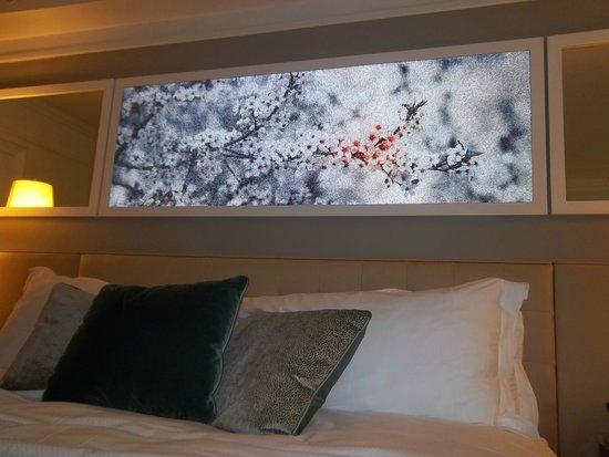 Loews Regency New York Hotel: Um painel moderno no apartamento...