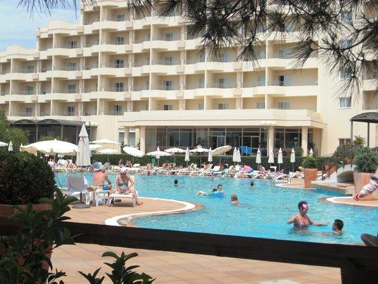 PortoBay Falesia: Hotel mit Pool