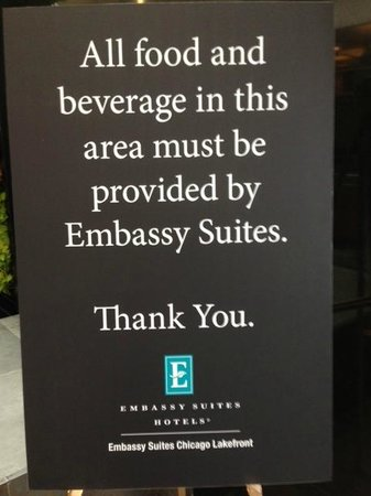 Embassy Suites by Hilton Chicago Downtown Magnificent Mile: Signs in common areas