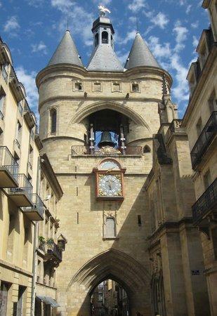 Grosse Cloche de Bordeaux: The entire structure