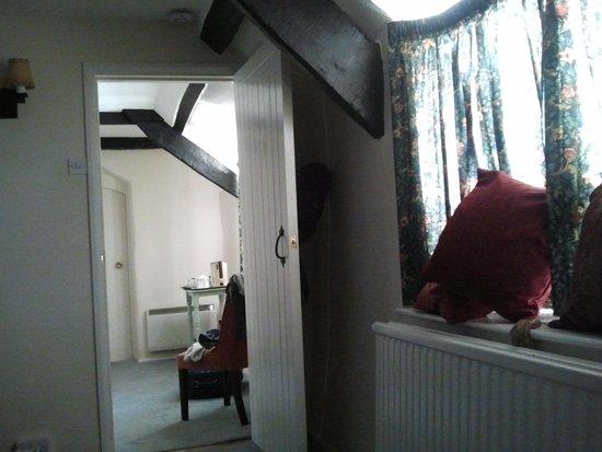 The Barton Cross Hotel: interno camera