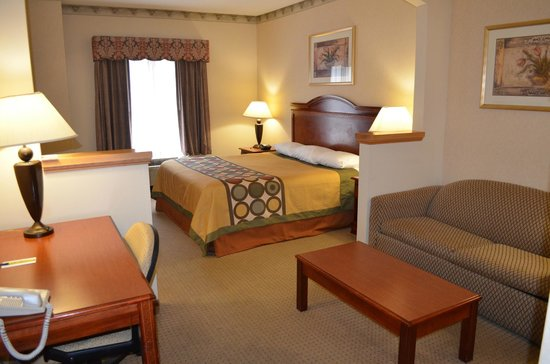 Super 8 Budd Lake: king size bed room