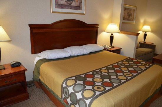 Super 8 Budd Lake: king bed