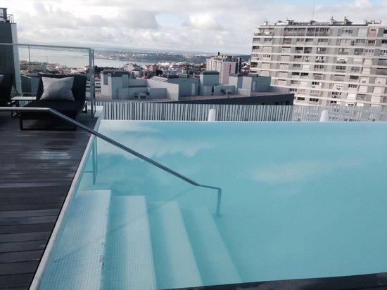EPIC SANA Lisboa Hotel : Piscina