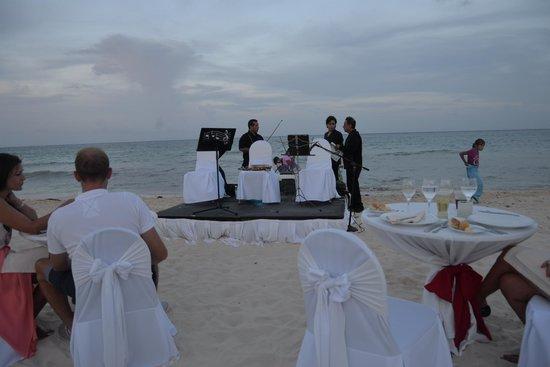 The Royal Playa del Carmen: Lobster-Dinner by the sea