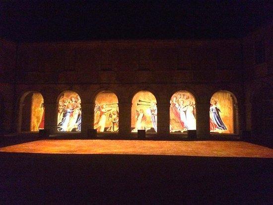 Palais Jacques Coeur : Ночь голубых фонарей.