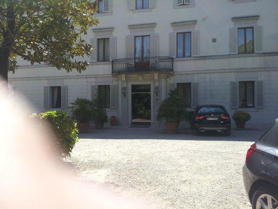 Hotel Garden: Vista de la entrada