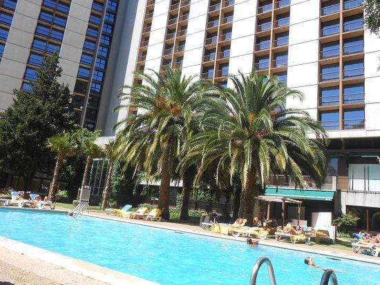 Lisbon Marriott Hotel: Piscina muito gostosa e ambiente bem legal