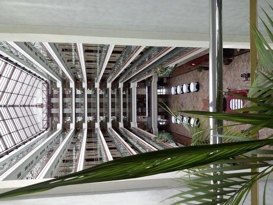 Maritim Hotel Magdeburg: Атриум