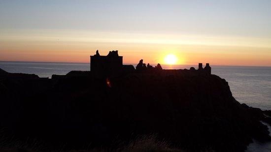 Dunnottar Castle: Sunrise above Dunnattar