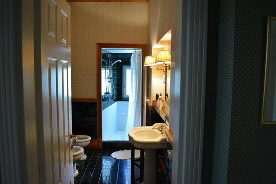 Villa San Gennariello b&b: The wonderful bathroom and shower