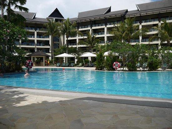 Shangri-La's Rasa Ria Resort & Spa: Ocean Wing pool