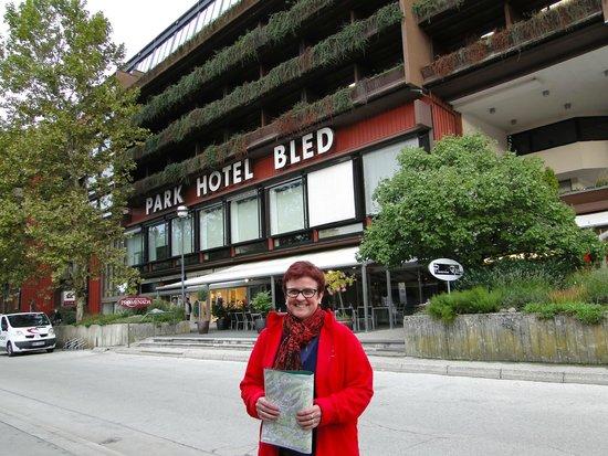 Park Hotel Bled: Entrada frontal ao lago Bled