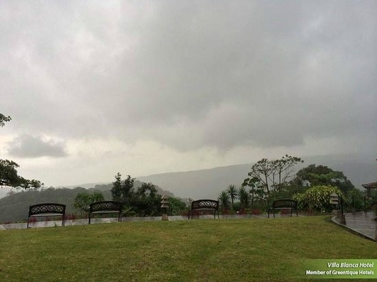 Villa Blanca Cloud Forest Hotel and Nature Reserve : pictures of the beautiful evening