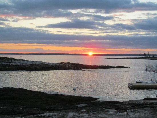 The Inn at Cuckolds Lighthouse: Breathtaking Sunset