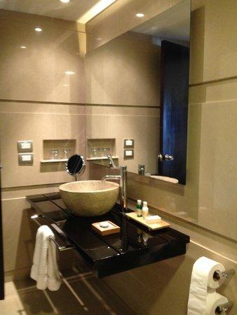 Sonesta Hotel Cusco: El conjunto del lavatorio